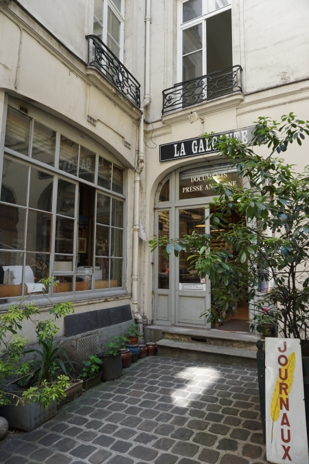 tiệm sách ở Paris the blue expat blog