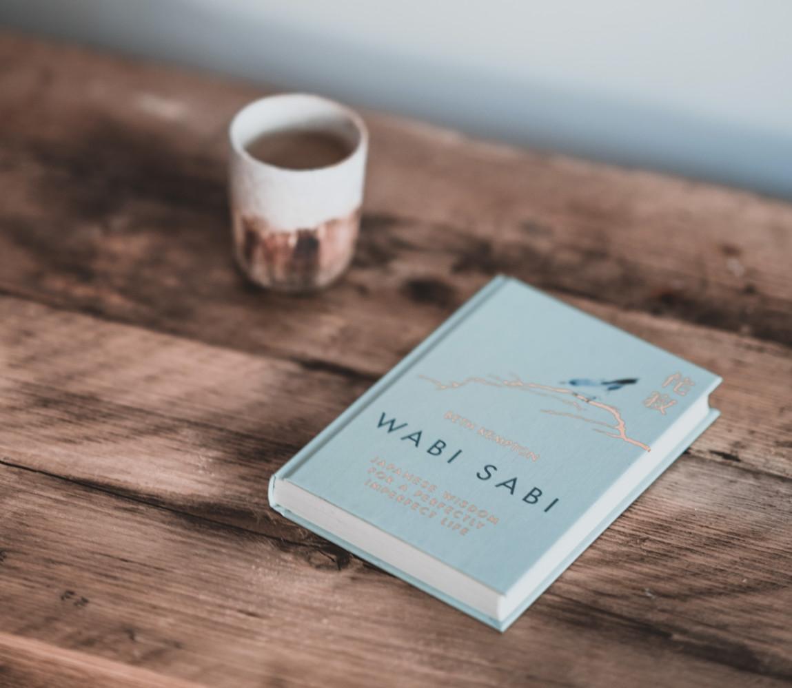 Review sách Wabi Sabi Thương những điều không hoàn hảo Beth Kempton The Blue Expat blog